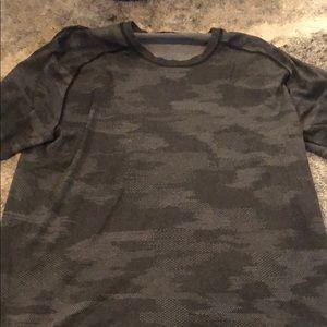 Lululemon men's camo shirt large